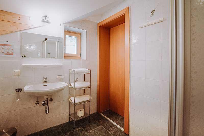 Zimmer Hauswiese Badezimmer.